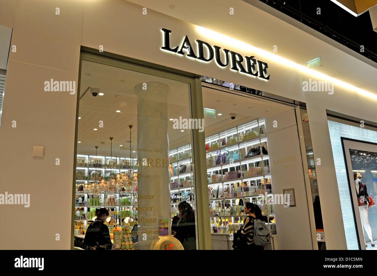 Ladurée boutique Roissy Charles de Gaulle airport France - Stock Image
