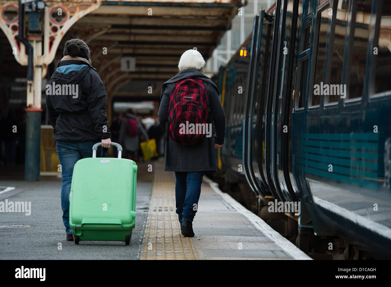Aberystwyth, Wales, UK, December 15 2012:  Groups of young University and college students carrying bags of luggage - Stock Image