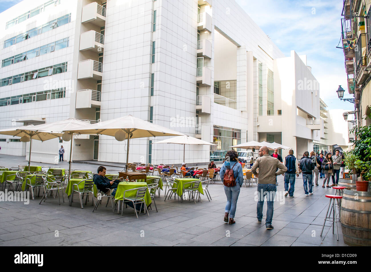 Sidewalk cafes are conveniently located outside the front entry of MACBA -- the museum of contemporary art in Barcelona, - Stock Image