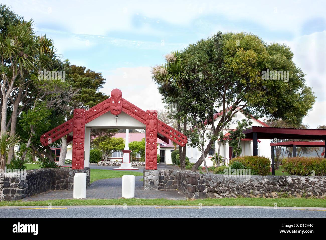 Entrance to Maori Te Tiriti o Waitangi Meeting House, erected 1964. Paihia, north island, New Zealand. - Stock Image