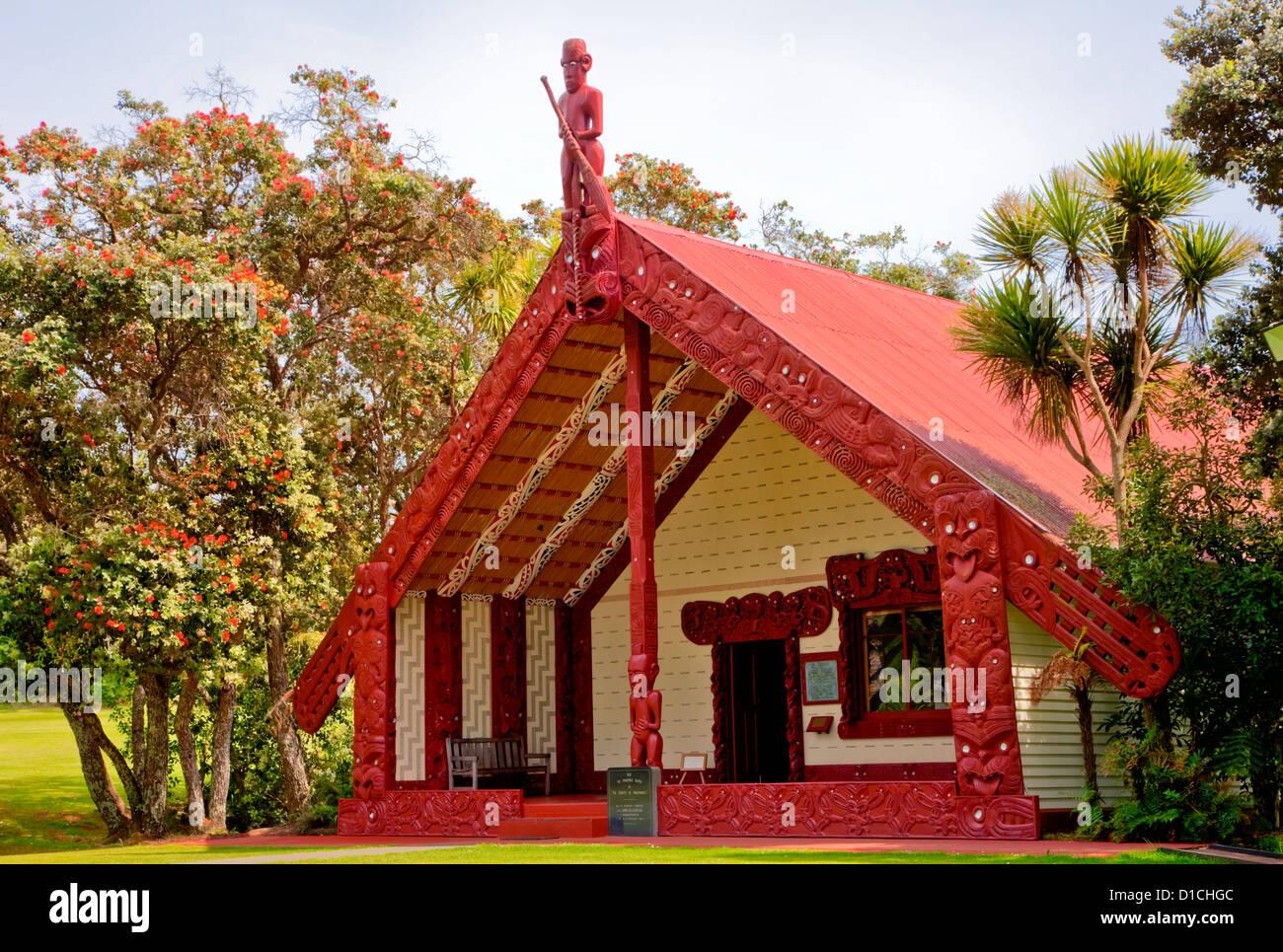Te Whare Runanga (Maori Meeting House), Waitangi Treaty Grounds, north island, Paihia, New Zealand. - Stock Image