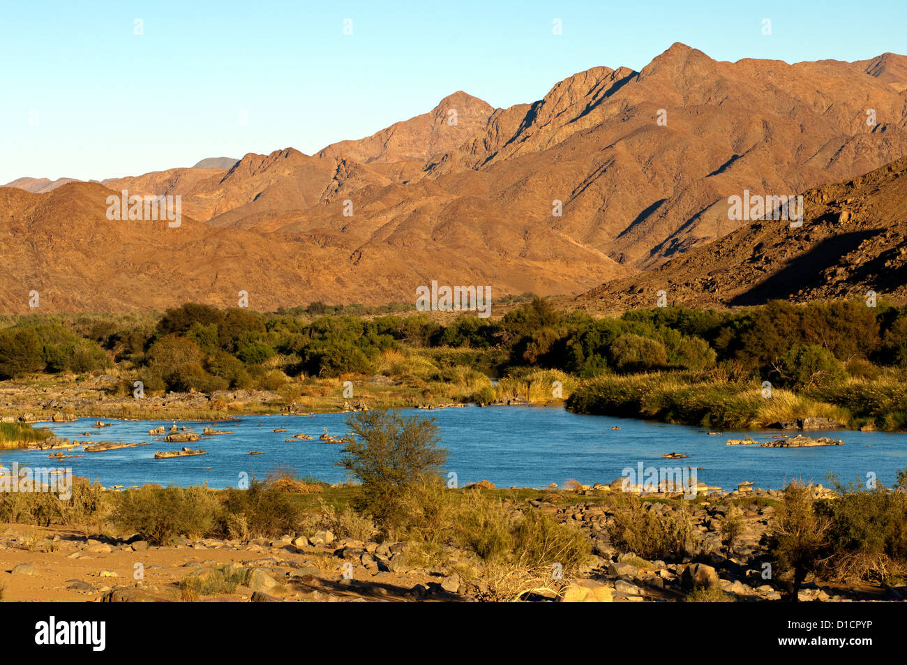 Valley of the Orange River in the Richtersveld Transfrontier National Park, view across the river to Namibia, South - Stock Image