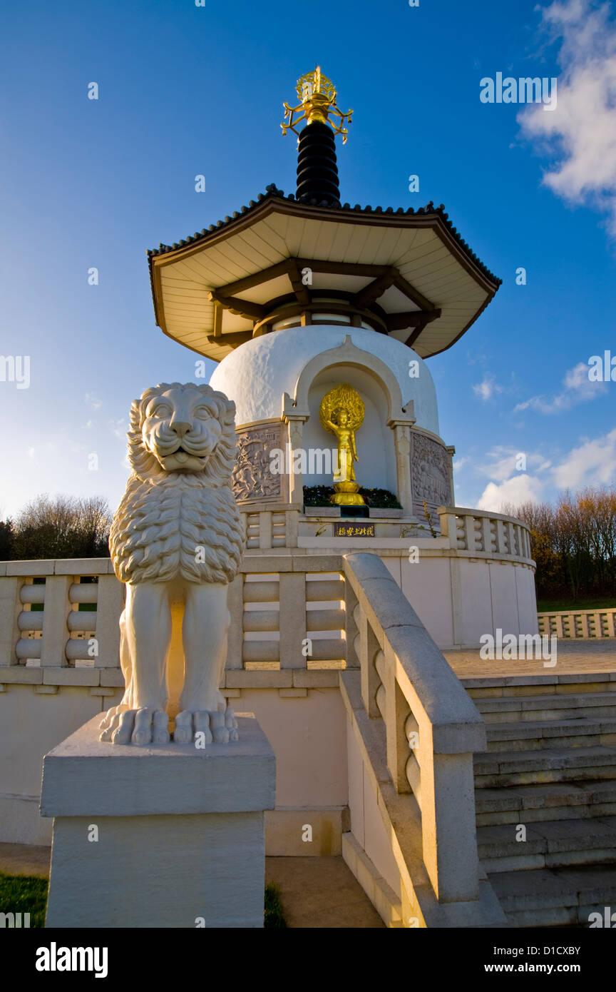 The Nipponzan Myohoji Buddhist Peace Pagoda, Willen, Milton Keynes, Buckinghamshire, UK. - Stock Image
