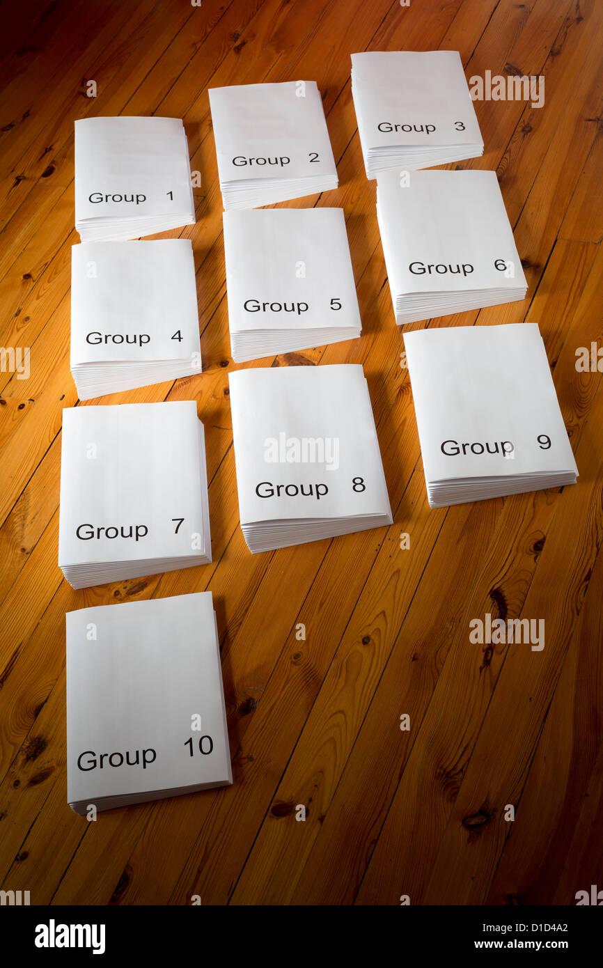 A set of files numbered  from 1 to 10. Jeu de dossiers numérotés de 1 à 10. - Stock Image