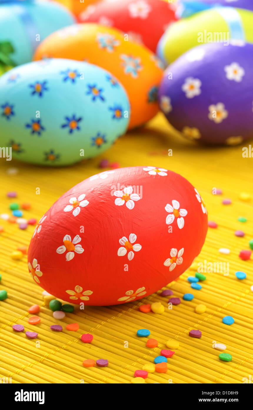 Easter decorations - eggs with painted flowers - Stock Image