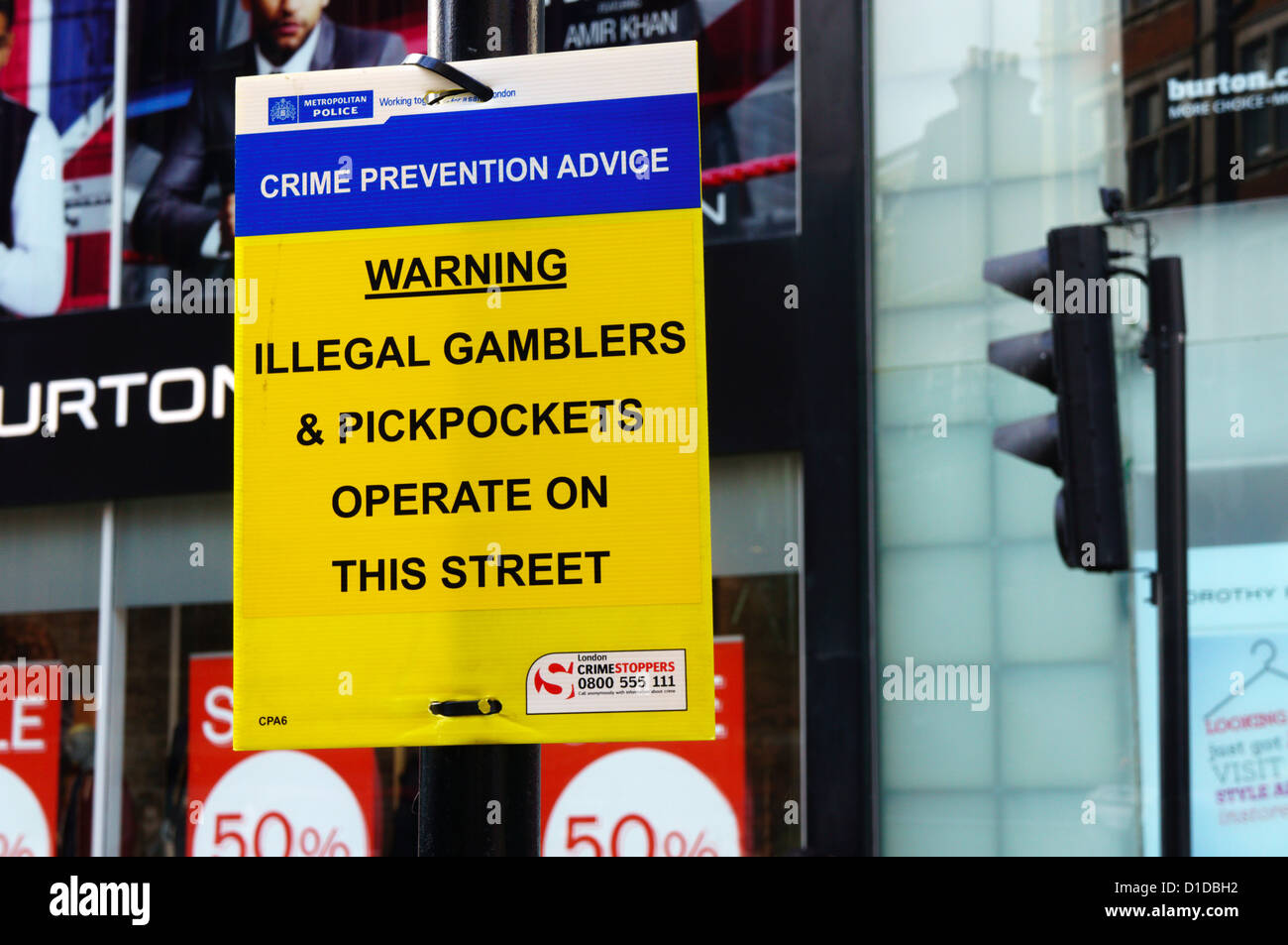 Sign at junction of Oxford Street, Davies Street & South Molton Street warning of illegal gamblers and pickpockets. - Stock Image