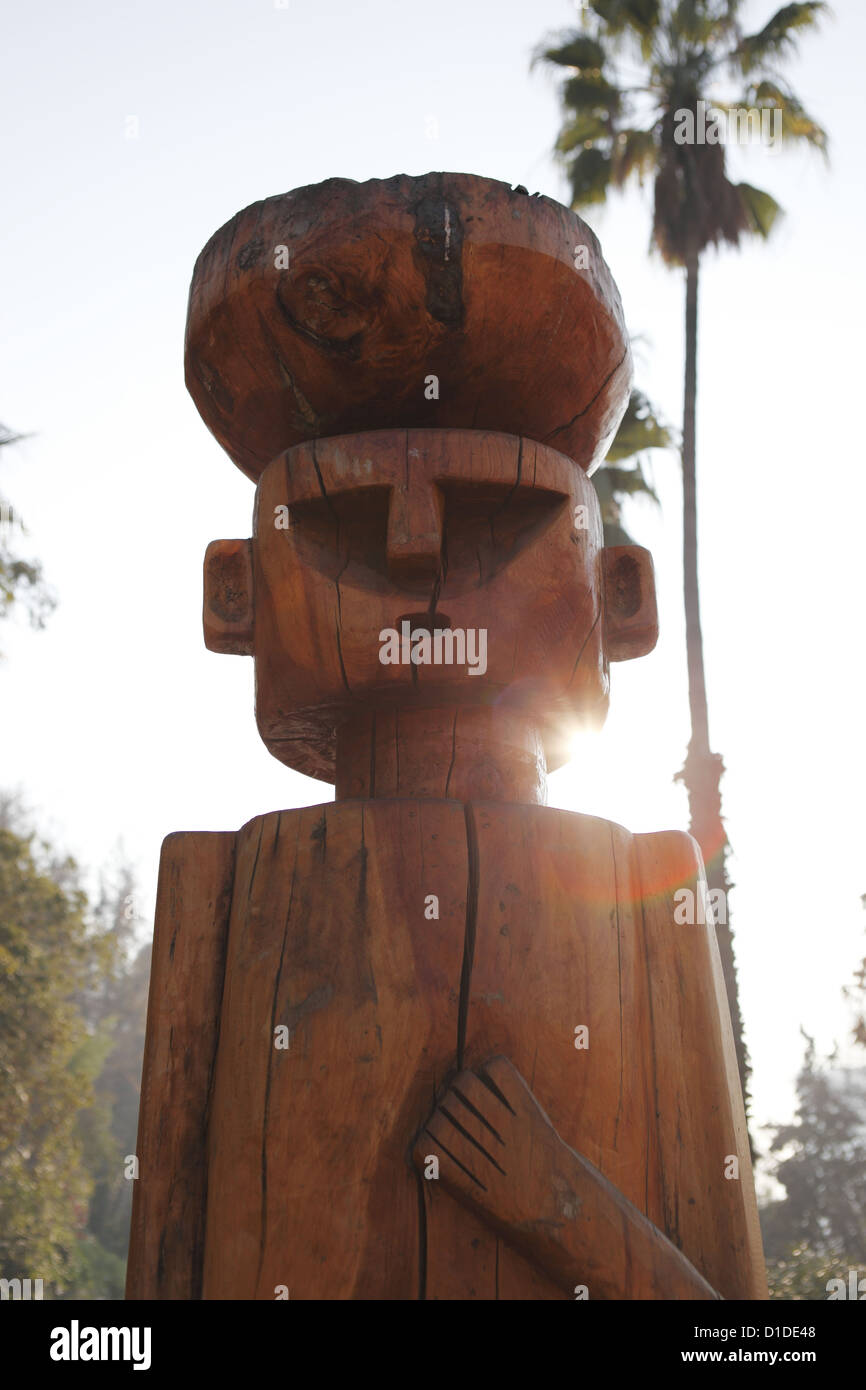 'Chemamul' (Statue to protect a Mapuche war chief buried beneath from evil spirits), Santa Lucia hilltop - Stock Image