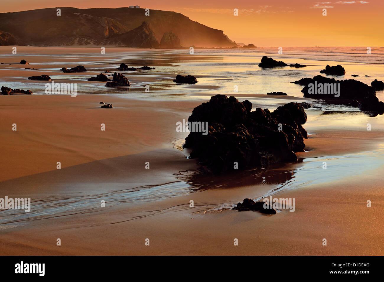 Portugal, Algarve: Romantic sunset at beach Praia do Amado Stock Photo