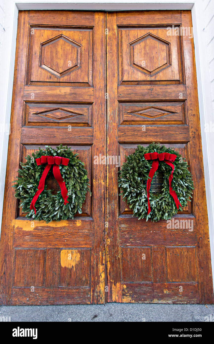 christmas wreath on the doors of historic st michaels in charleston south carolina - Michaels Christmas Wreaths