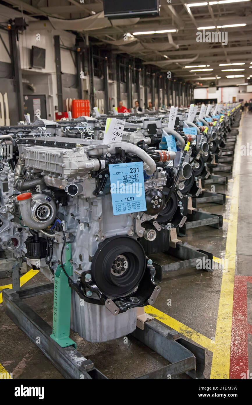 Redford, Michigan - Assembled diesel truck engines at Daimler's Detroit Diesel plant. - Stock Image