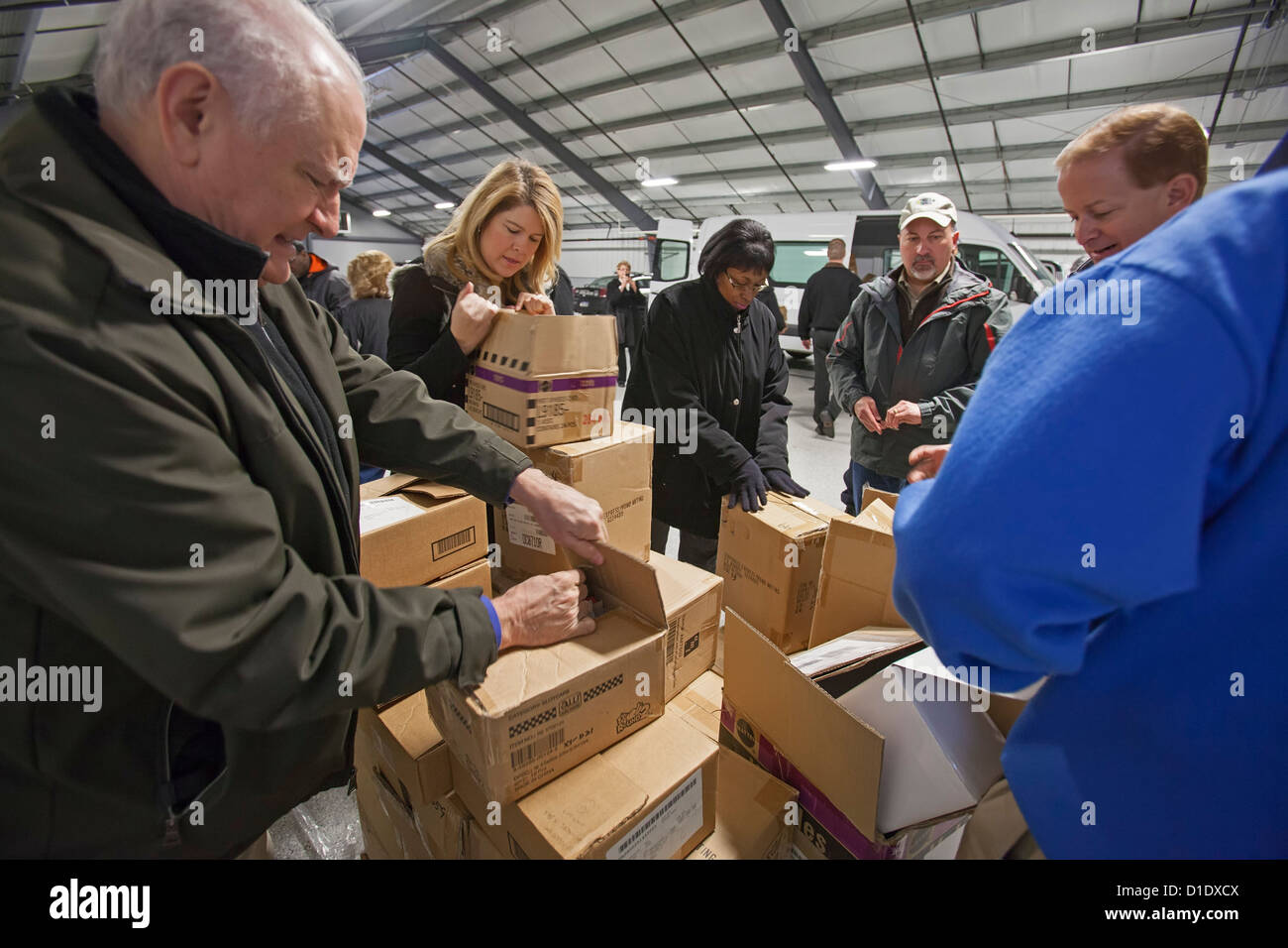 Volunteers from Chrysler Corporation and the Michigan State Police sort Christmas Gifts for Children - Stock Image