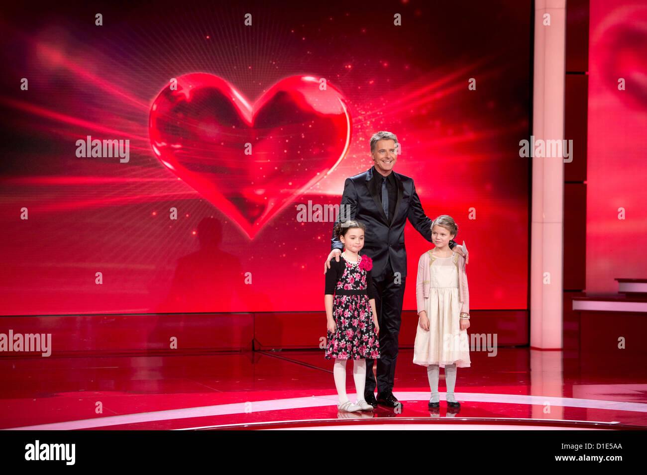 Moderator Jörg Pilawa steht am Samstag (15.12.12) in Berlin bei der Livesendung 'Ein Herz für Kinder' - Stock Image