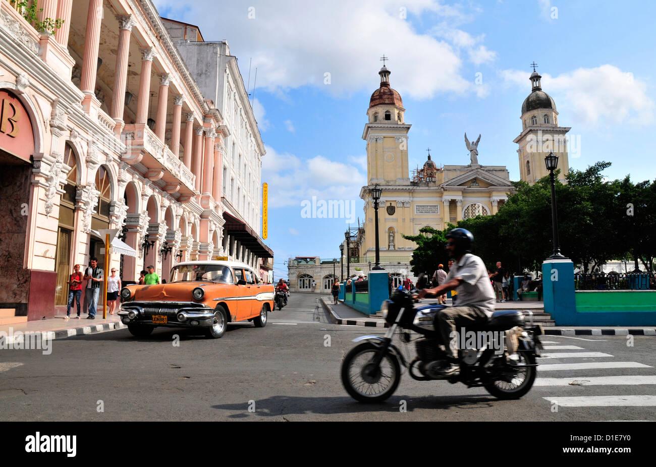 Santiago de Cuba busy street scene - Stock Image