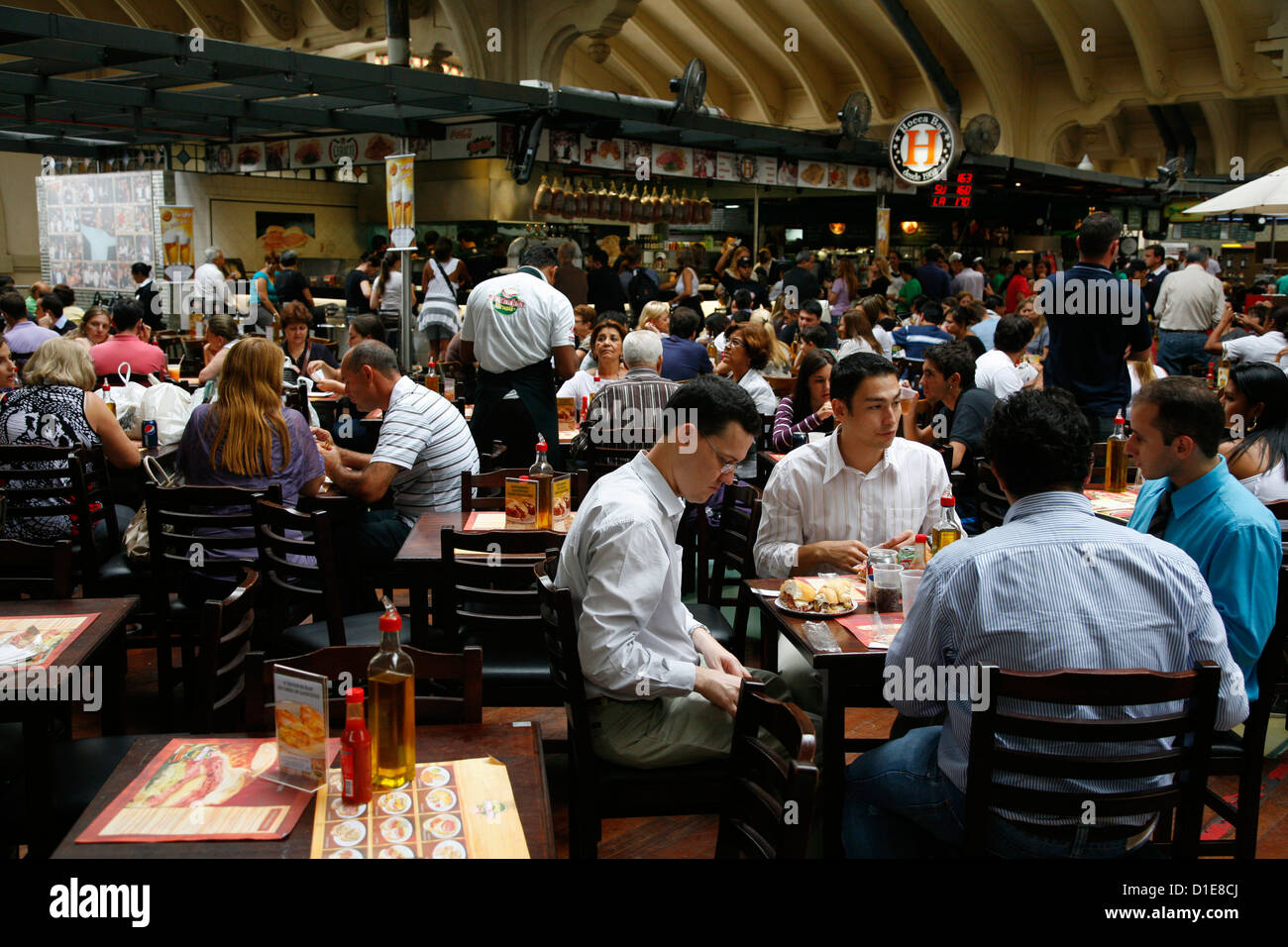 People sitting at a restaurant in Mercado Municipal, Sao Paulo, Brazil, South America - Stock Image