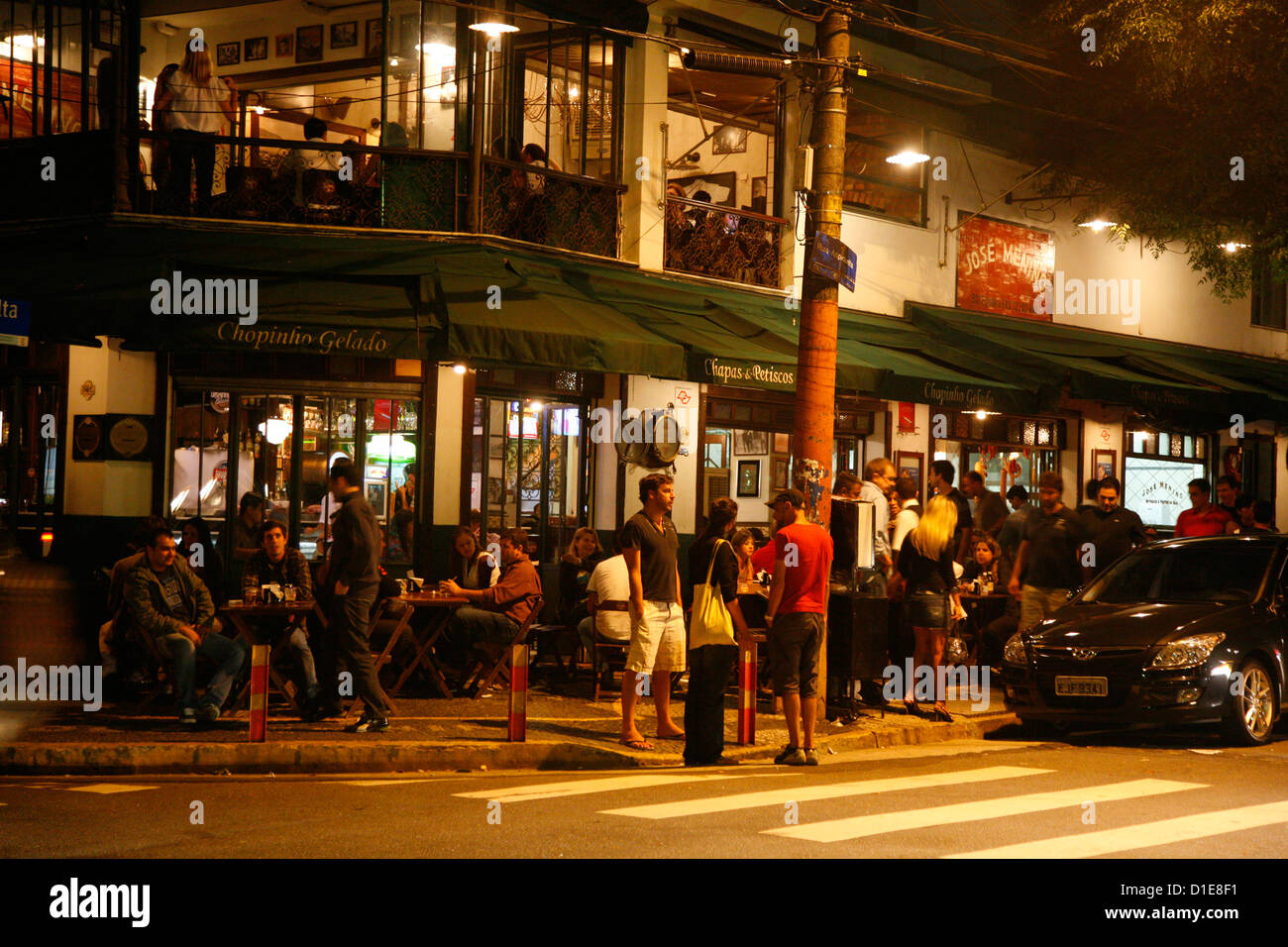 People in the Vila Madalena area known for its bars, restaurants and nighlife, Sao Paulo, Brazil, South America - Stock Image