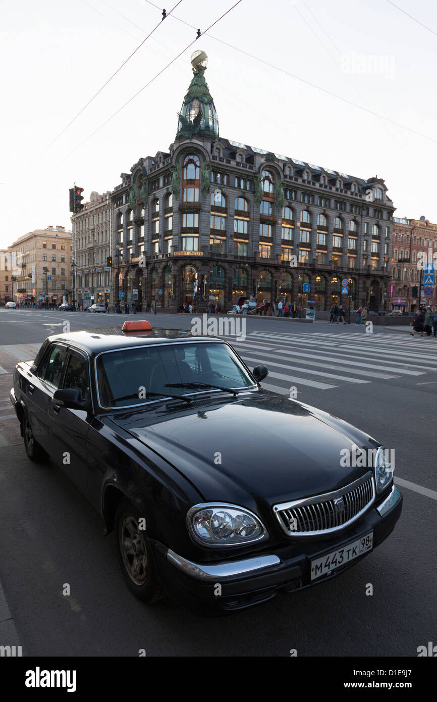 Taxi parked on Nevsky Prospekt with the House of Books in the distance, St. Petersburg, Russia, Europe - Stock Image