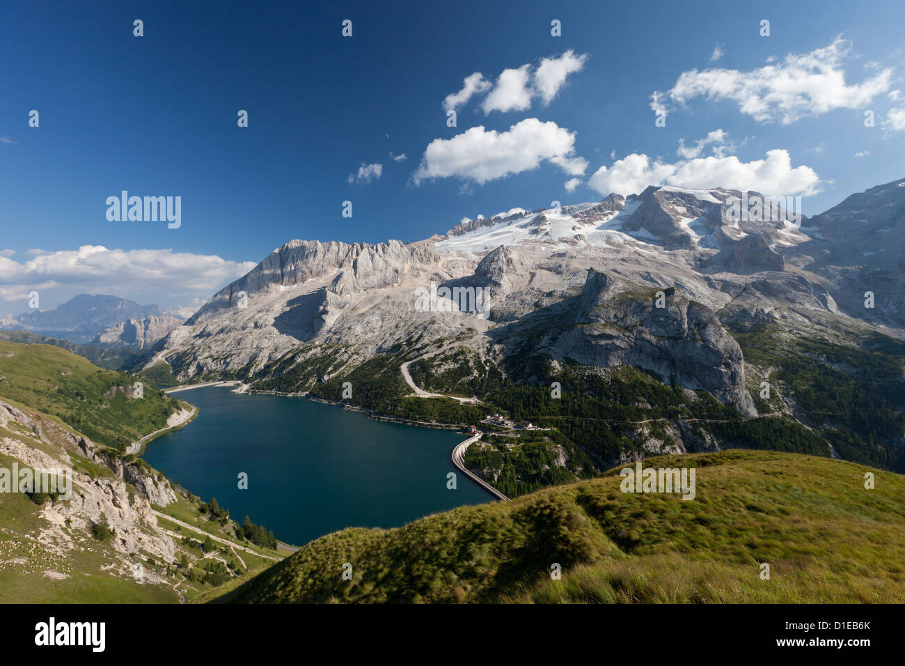 Hiking on the high route 2 in the Dolomites, Bolzano Province, Trentino-Alto Adige/South Tyrol, Italy, Europe - Stock Image
