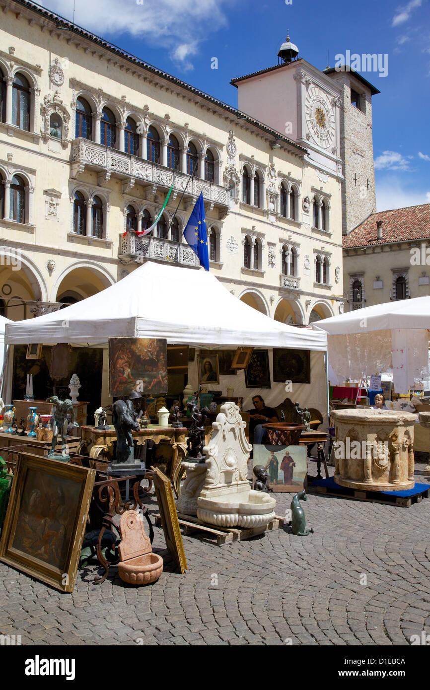 Post Building and market, Piazza dei Duomo, Belluno, Province of Belluno, Veneto, Italy, Europe - Stock Image