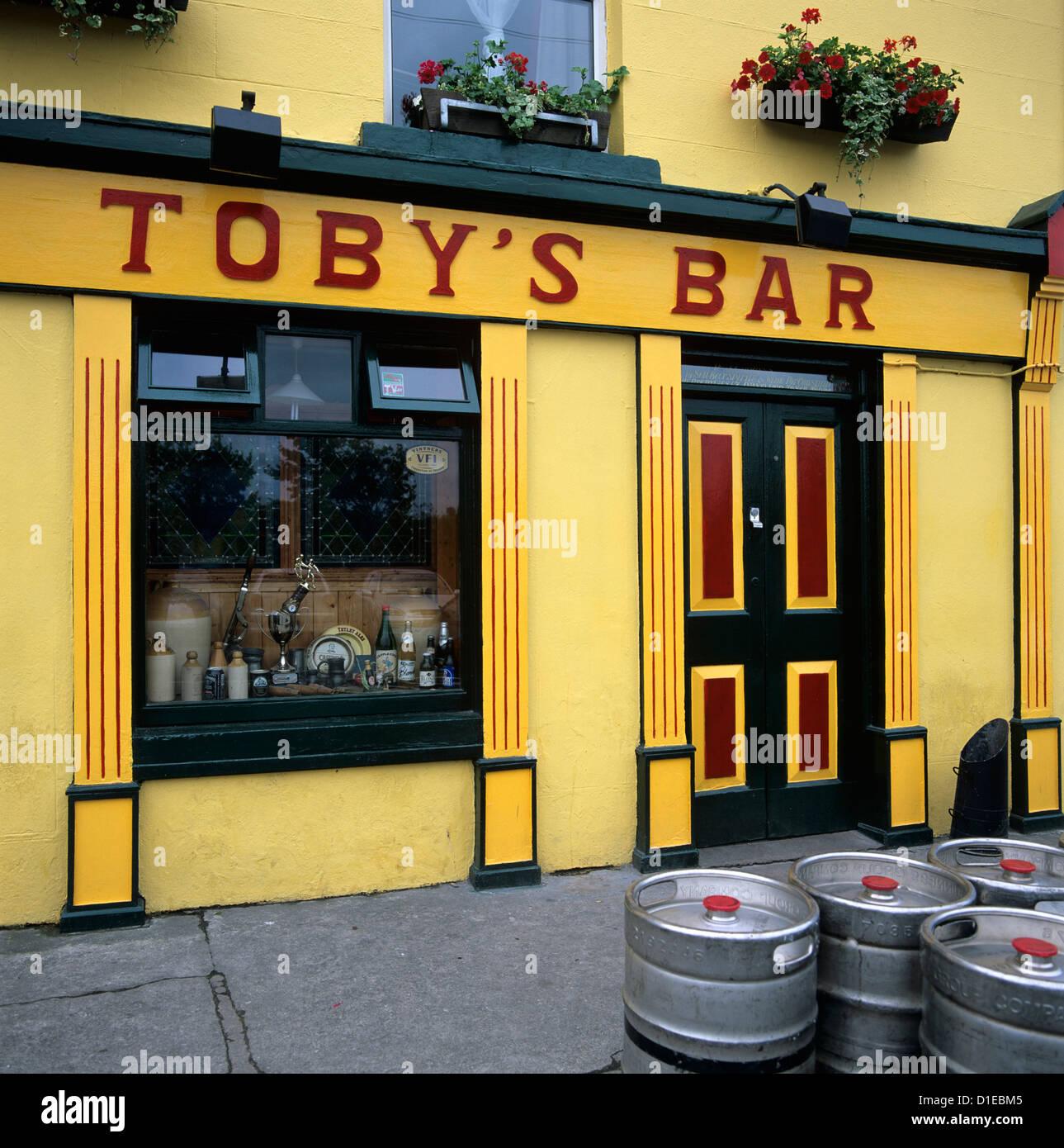 Typical Irish Pub, Westport, County Mayo, Connacht, Republic of Ireland, Europe - Stock Image