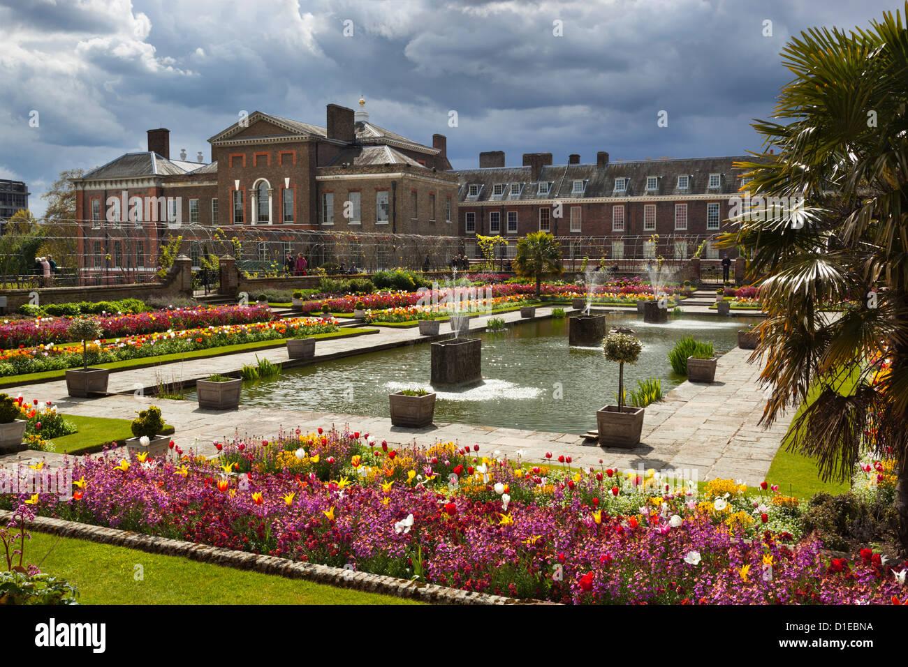 Formal Garden Flowers England Stock Photos & Formal Garden Flowers ...