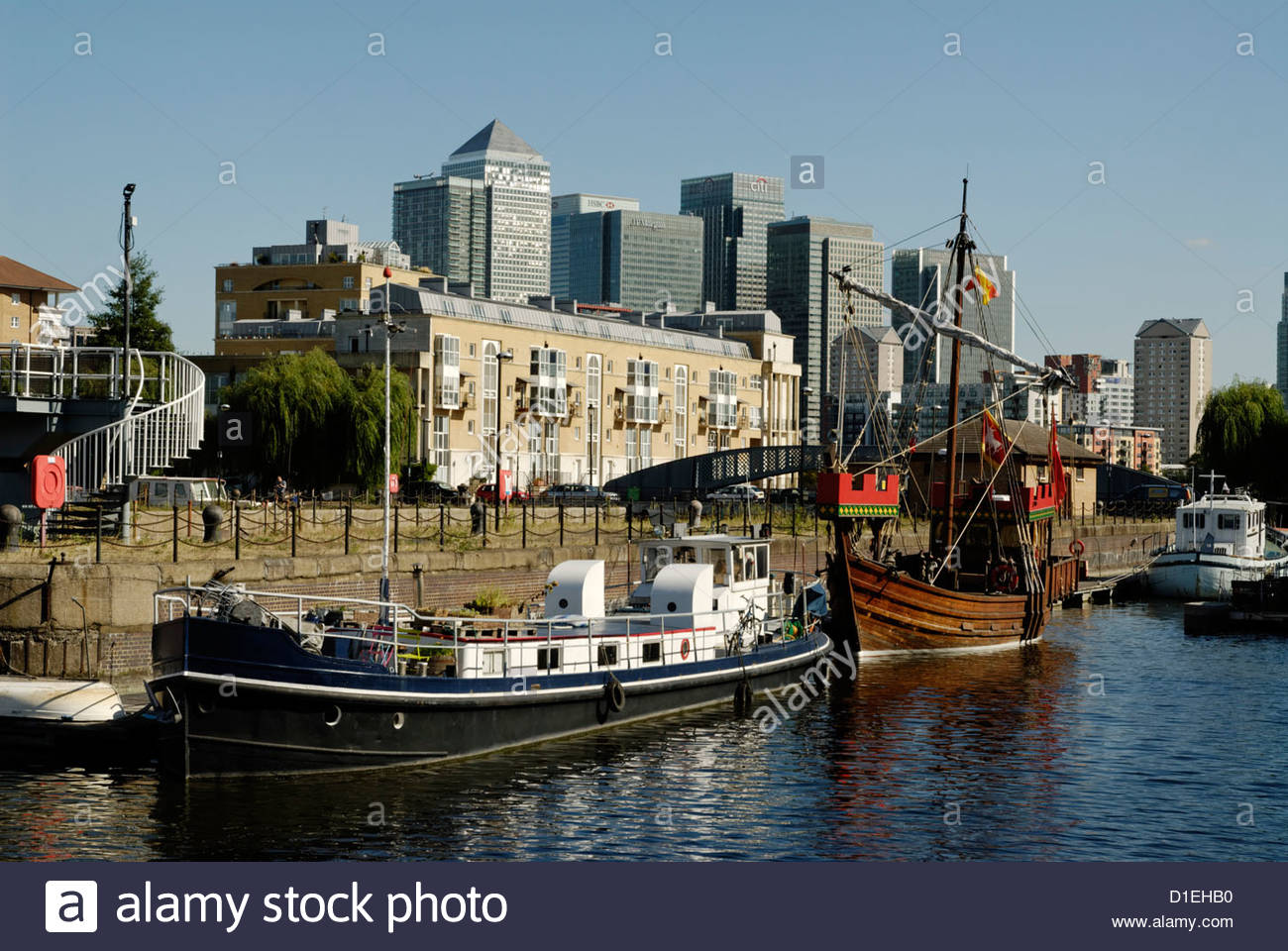 housesboats on Greenland Dock in London Docklands - Stock Image