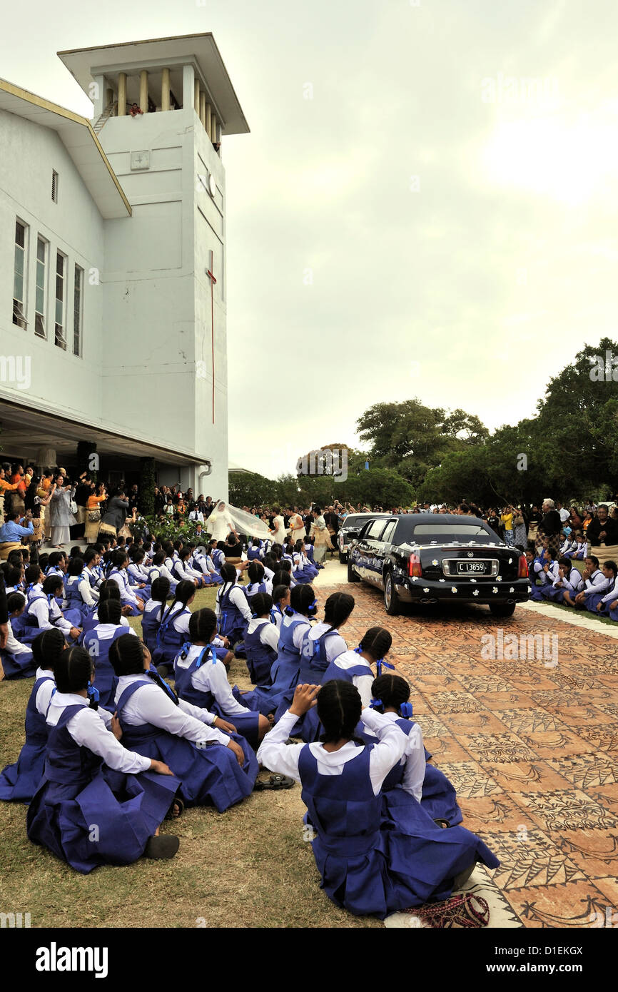 Schoolchildren watch the arrival of the bride, Sinaitakala, at the Centenary Chapel for her wedding to the Crown - Stock Image