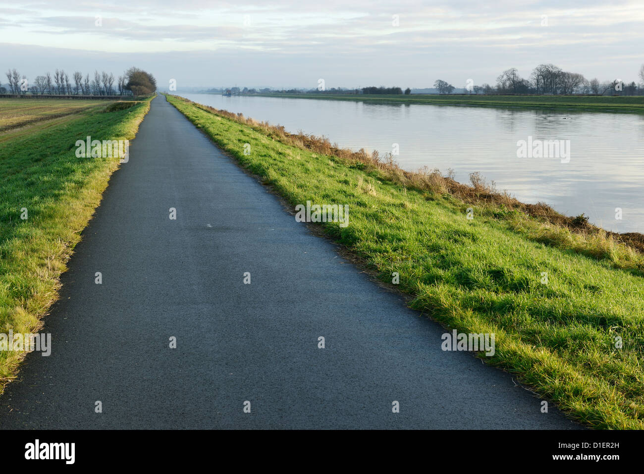 The River Dee cycle path which runs on the top of the protective flood defences Stock Photo