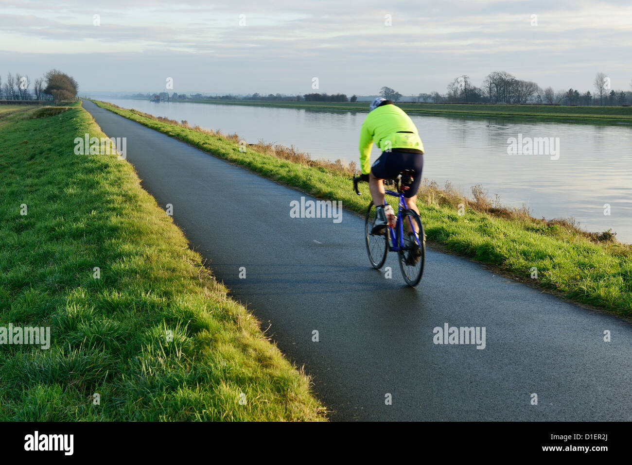The River Dee cycle path which runs on the top of the protective flood defences - Stock Image