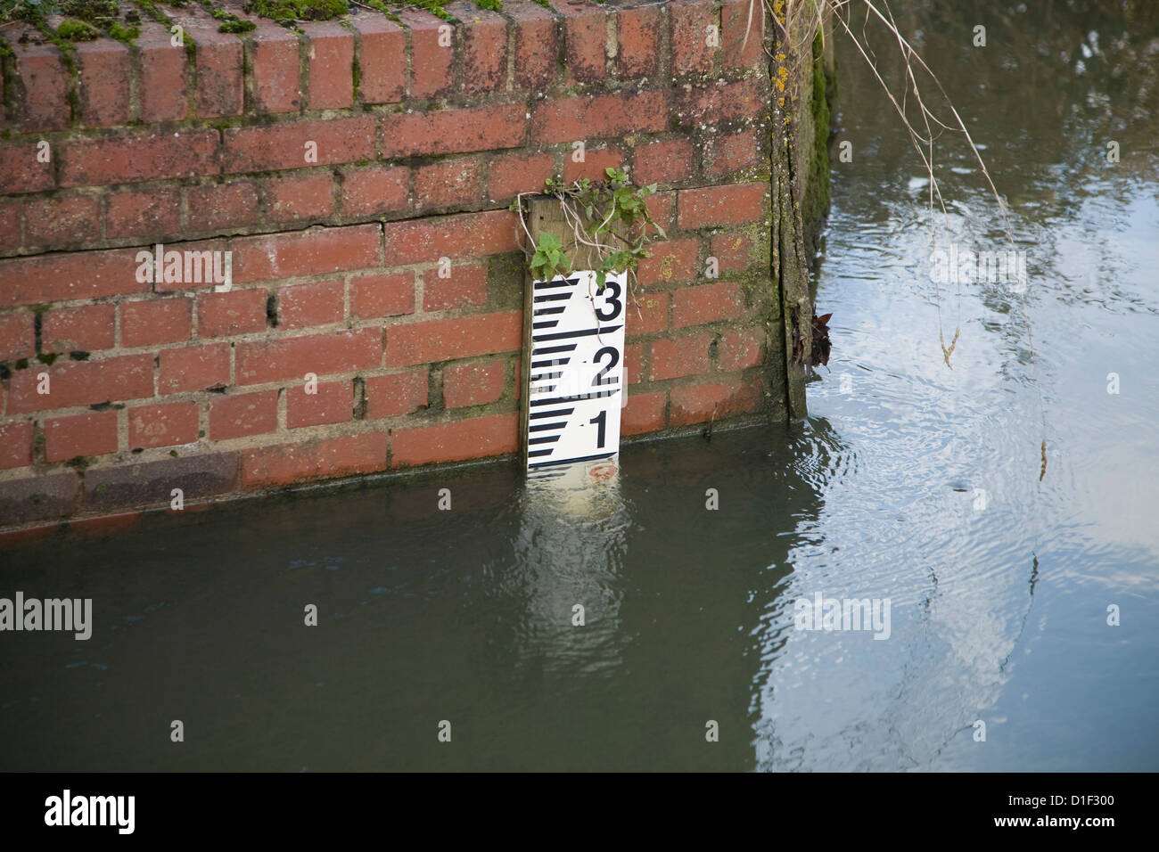 River depth measuring scale Whitebridge Weir, River Deben, Suffolk, England - Stock Image