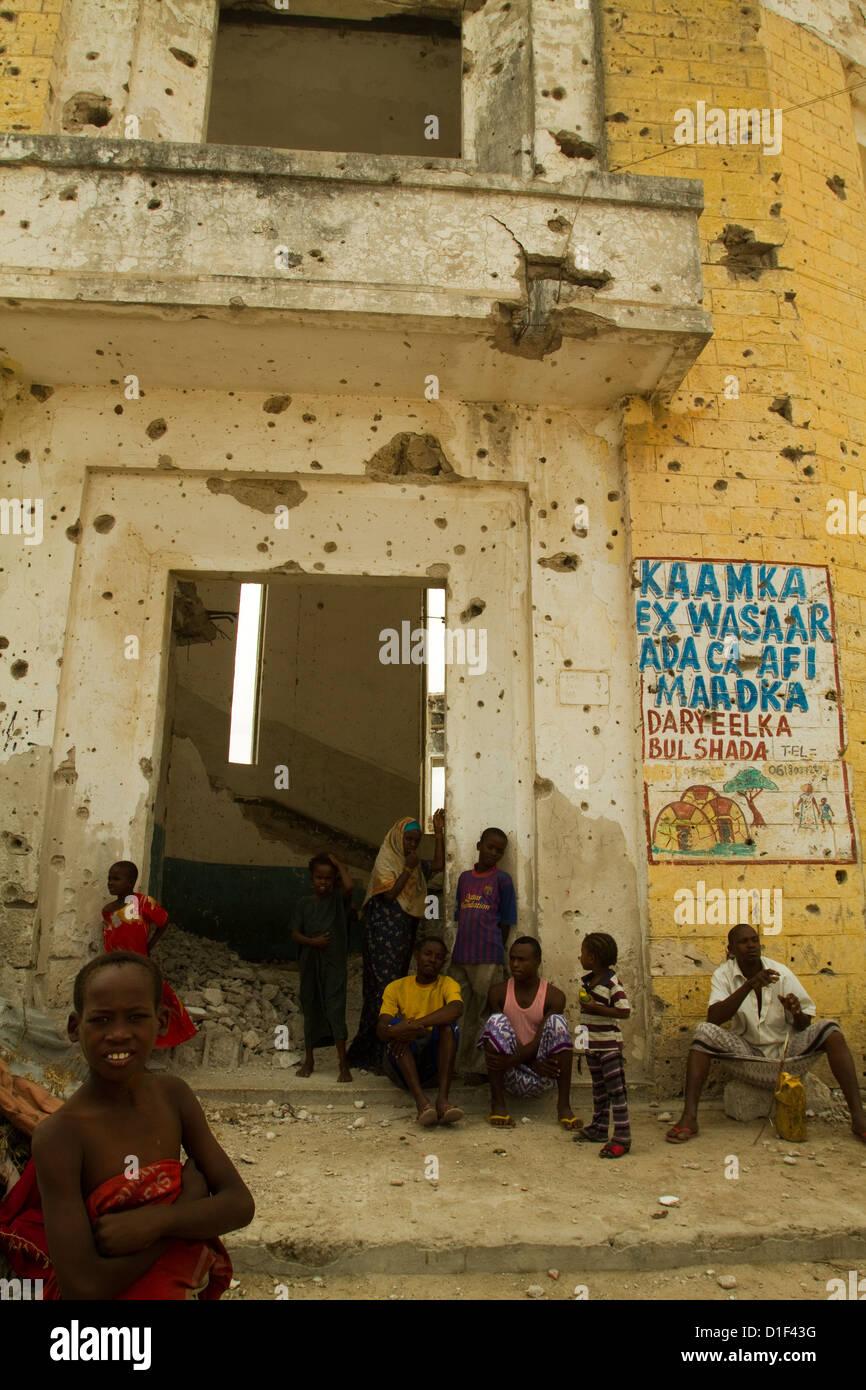 Civil War ravaged buildings and refugee children Mogadishu Somalia - Stock Image