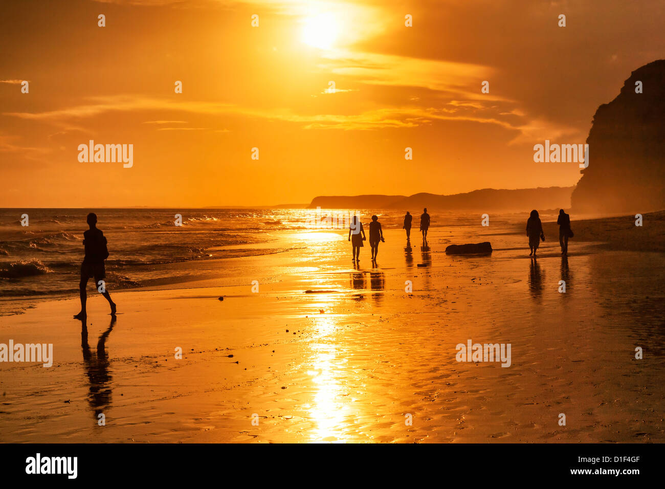 People at sunset at the beach Praia do Porto de Moss, Algarve, Portugal - Stock Image