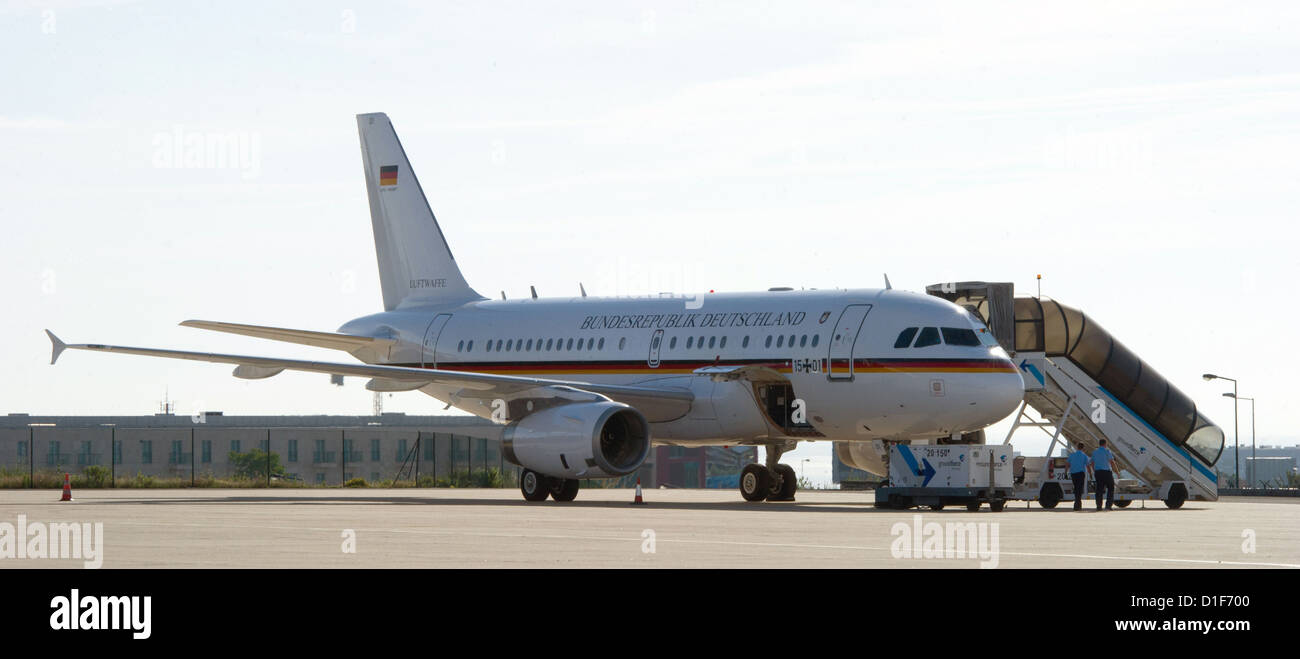 (FILE) An archive photo dated 30 May 2012 shows an Airbus of the German Air Force at the airport in Lisbon, - Stock Image
