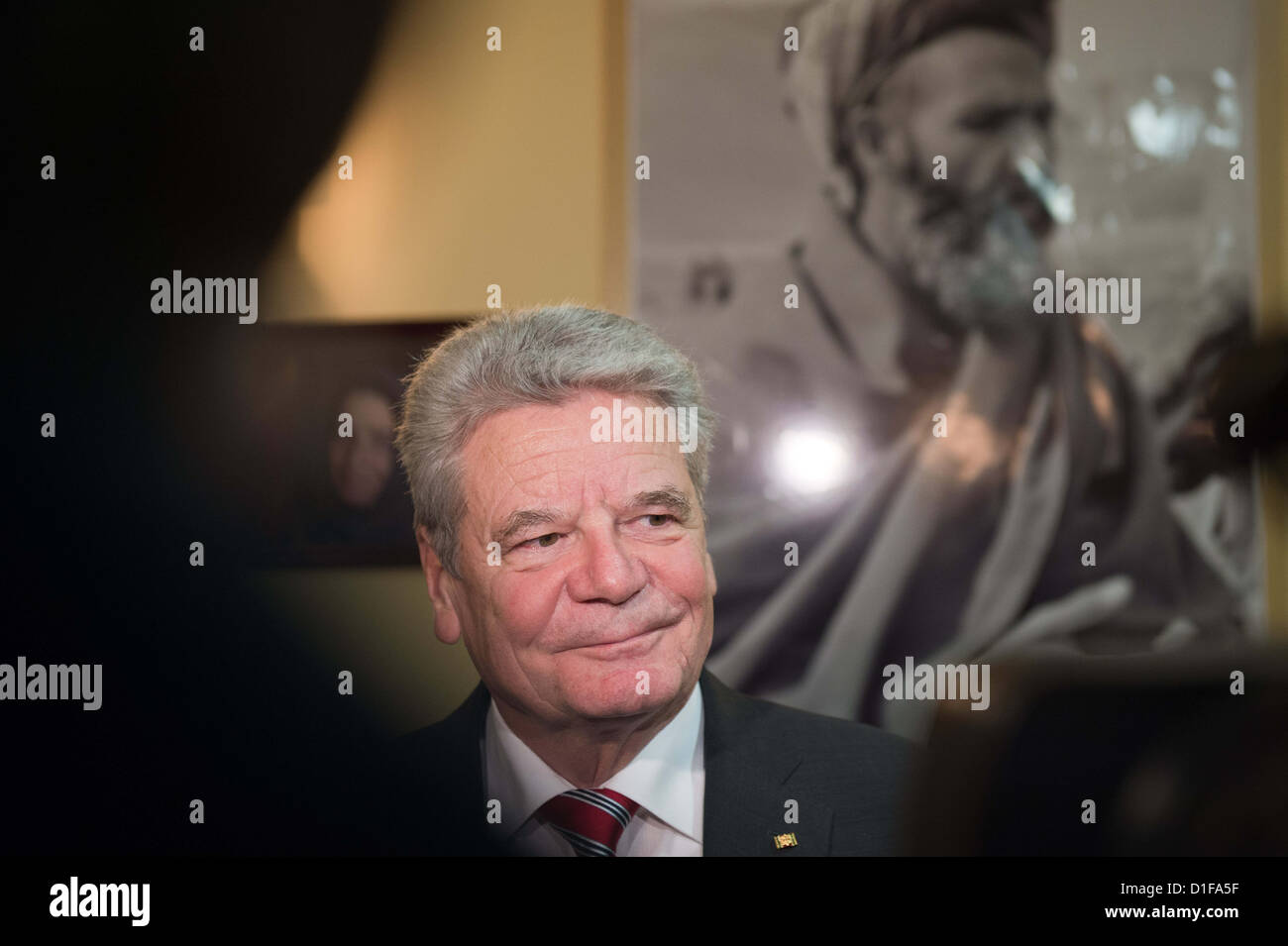German President Joachim Gauck talks to soldiers as he visits the German Armed Forces at Camp Marmal in Masar-i - Stock Image