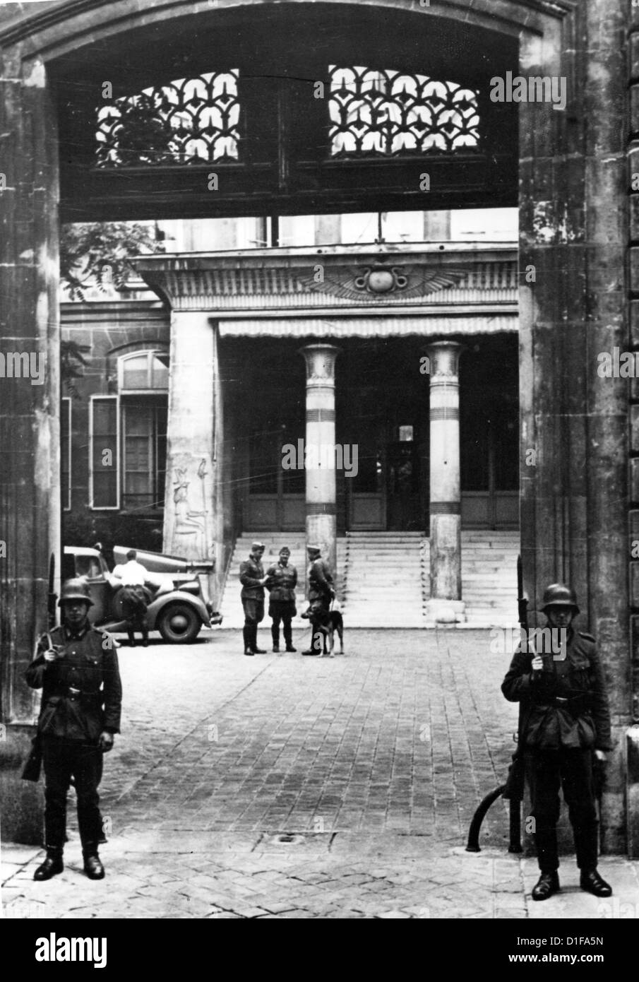 The German Embassy is reopened after the invasion of German troops in Paris, France, in June 1940. Photo: Berliner Stock Photo