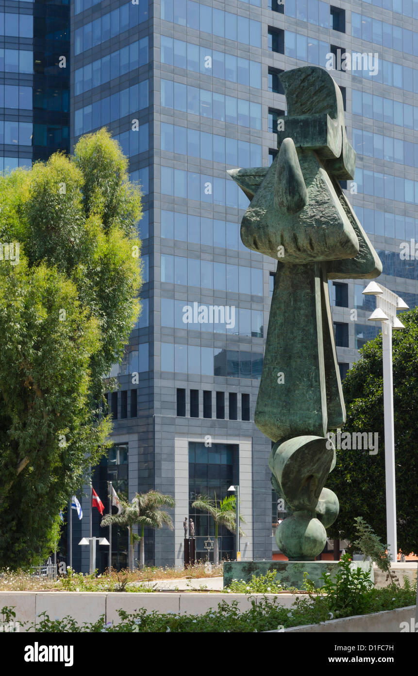 Urban view with sculptures and Shalom Aleihem building, Tel Aviv, Israel, Middle East - Stock Image