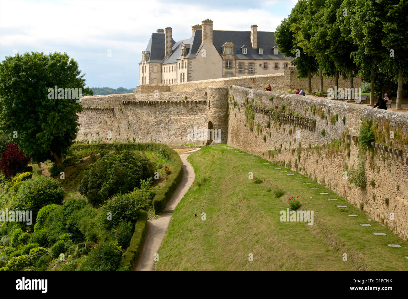 Town ramparts dating from the 13th 15th centuries, tower and English Garden, Old Town, Dinan, Brittany, Cotes d'Armor, - Stock Image