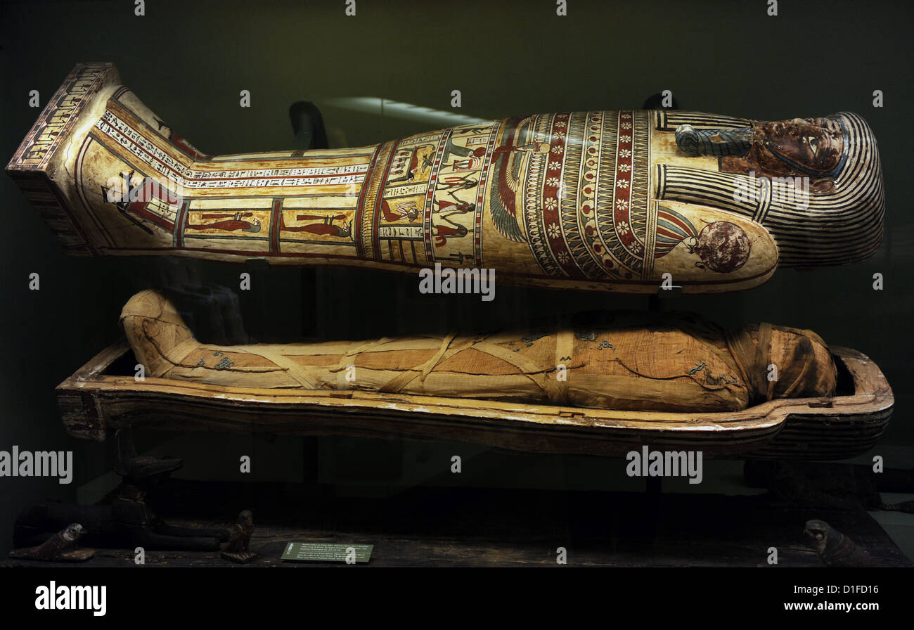 Egyptian art. Sarcophagus with mummy. Wood. Late Period-Ptolemaic Period, 664-30 BC. National Museum of Denmark. - Stock Image