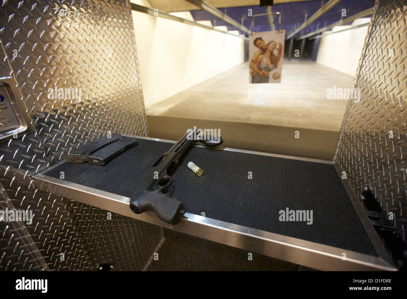 12 gauge assault tactical shotgun at a gun range in las vegas nevada usa - Stock Image
