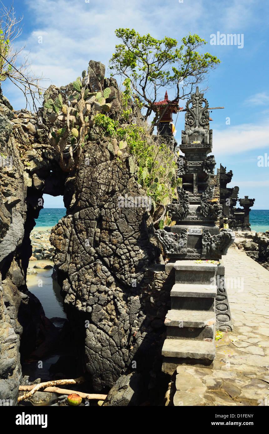Pura Batu Bolong Temple, south of Senggigi, Lombok, Indonesia, Southeast Asia, Asia - Stock Image