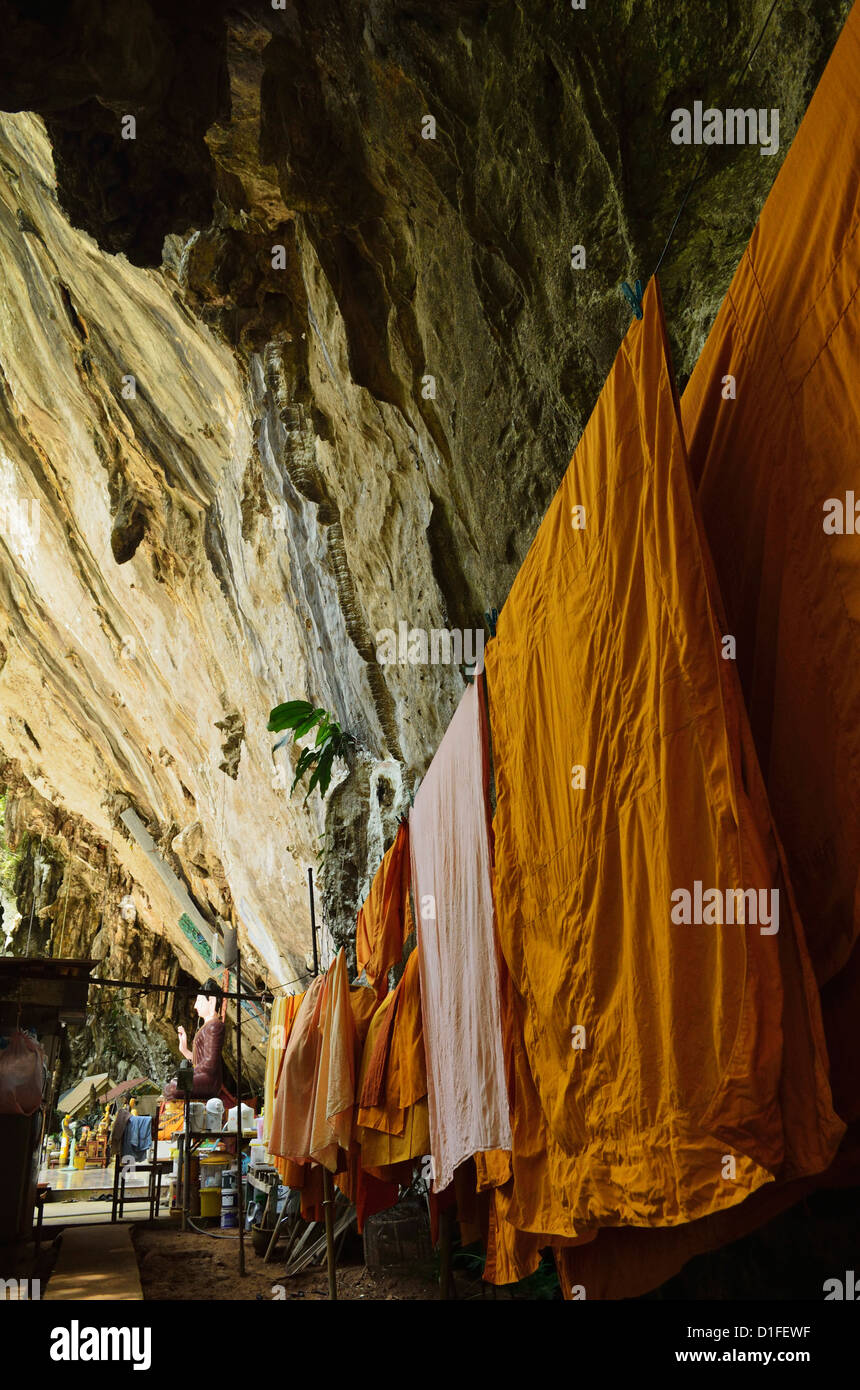 Monks' robes, Tiger Cave Temple (Wat Tham Suea), Krabi Province, Thailand, Southeast Asia, Asia - Stock Image