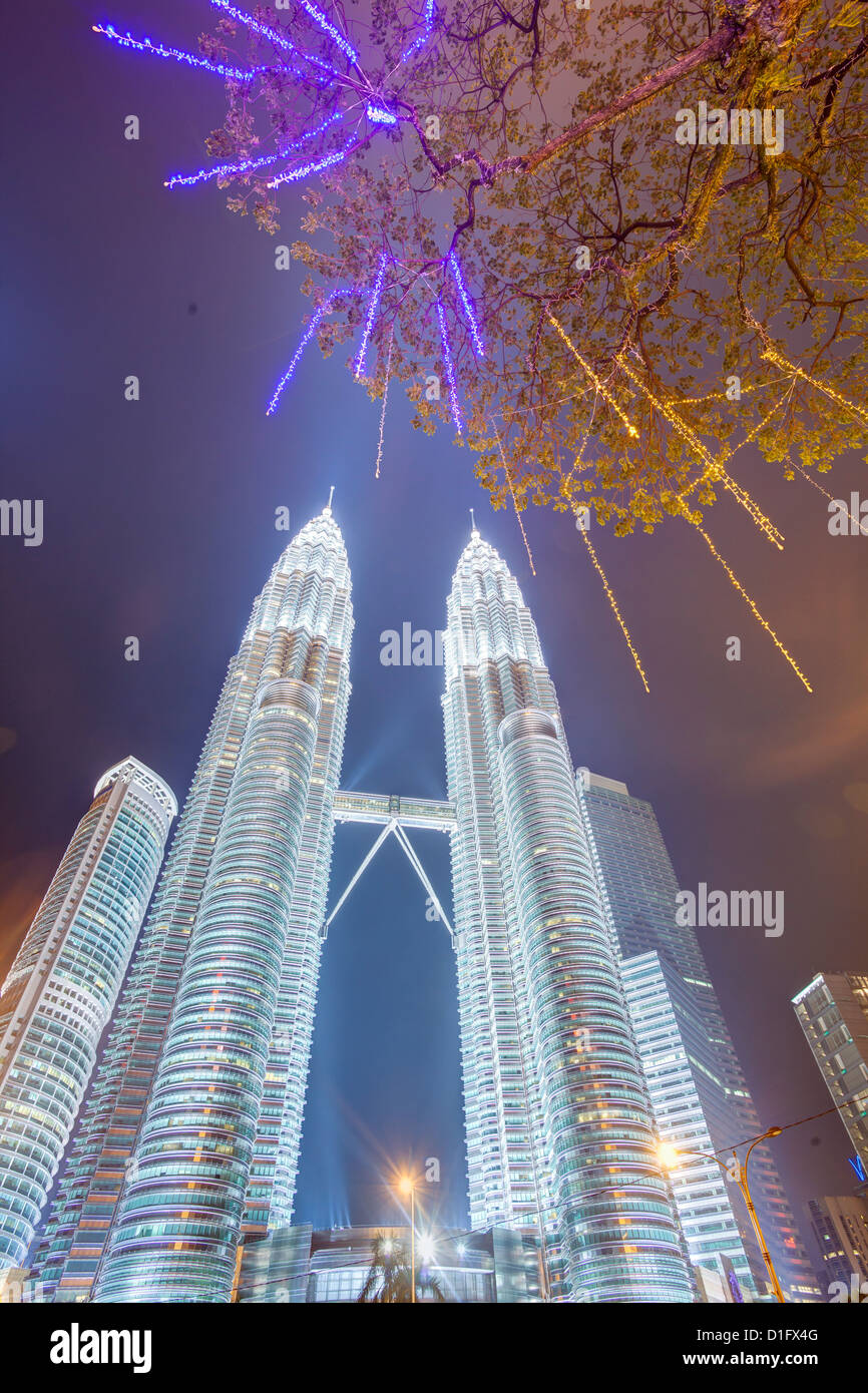 Low angle view of the Petronas Twin Towers, Kuala Lumpur, Malaysia, Southeast Asia, Asia - Stock Image