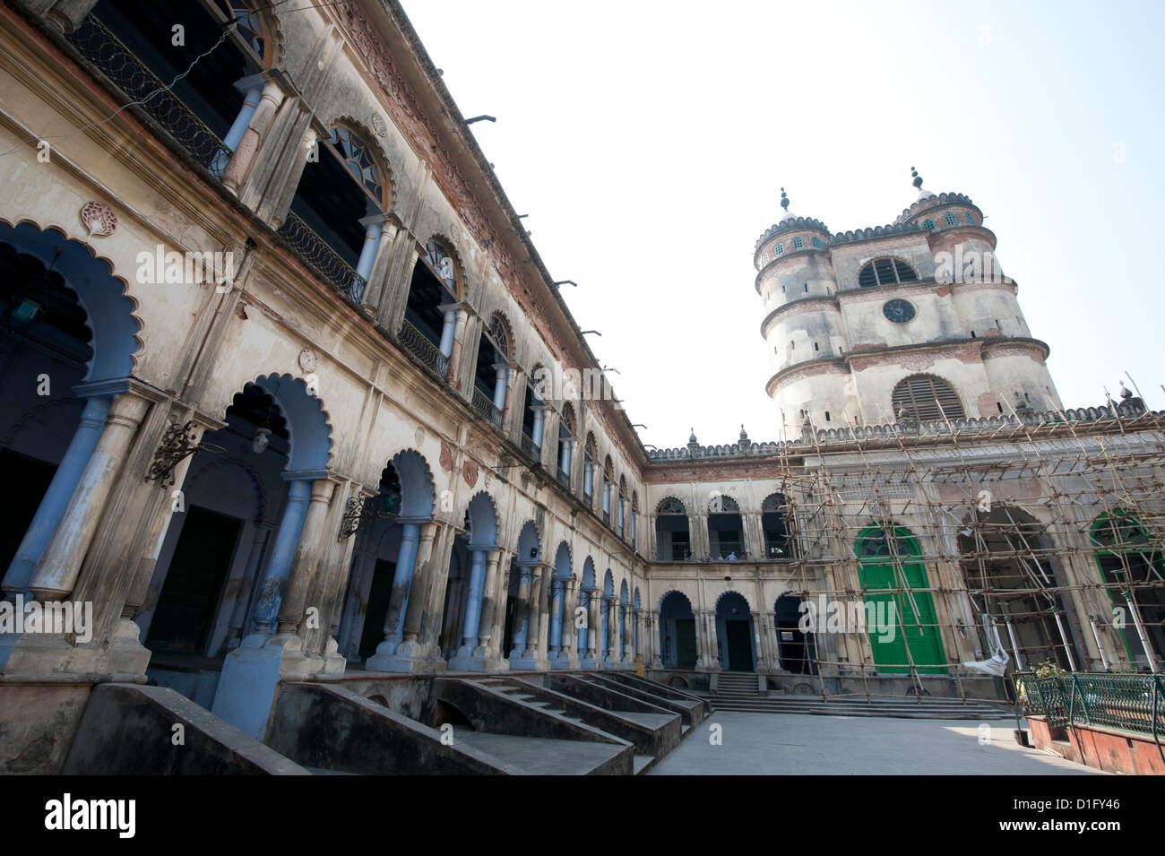 Arched madrasa rooms in the Hugli Imambara, on the west bank of the Hugli river, West Bengal, India, Asia - Stock Image