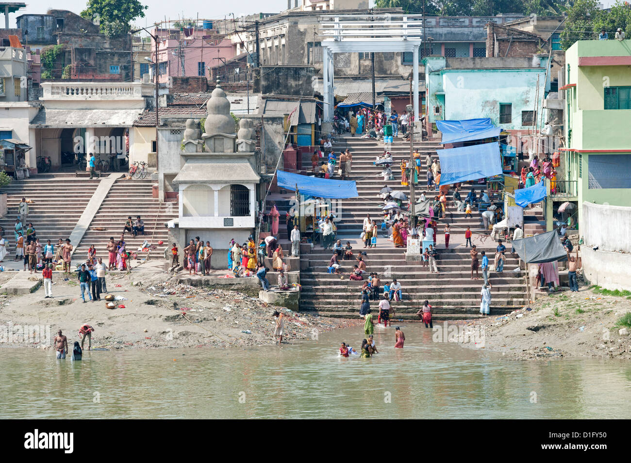 River ghats, villagers performing ablutions in the River Hugli (River Hooghly), West Bengal, India, Asia - Stock Image