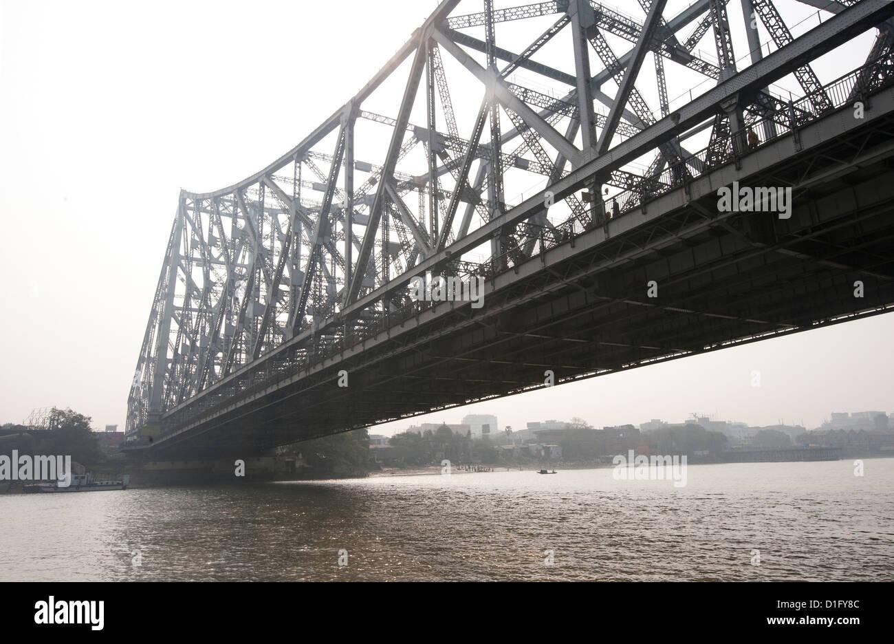 Howrah Bridge from the River Hugli (River Hooghly), Kolkata (Calcutta), West Bengal, India, Asia - Stock Image