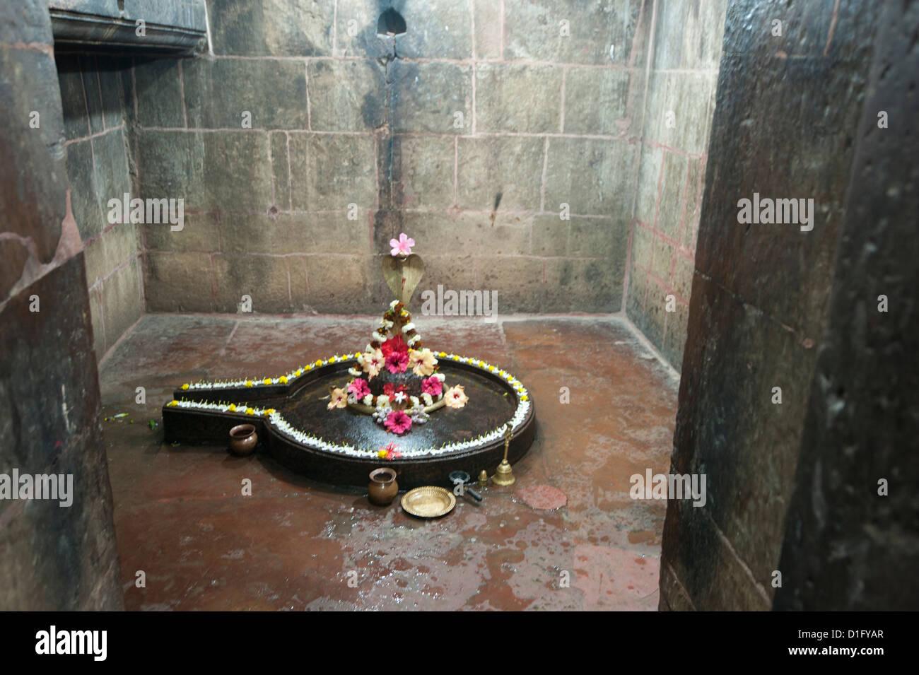 Shiva lingum and yoni, symbol of goddess Shakti, Muktesvara Deula temple, 970AD, Bhubaneshwar, Orissa, India - Stock Image