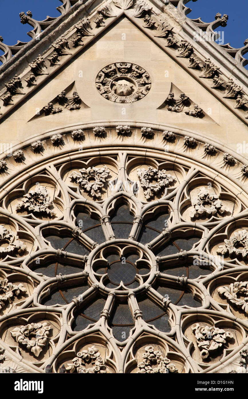 Rose window on South facade, Notre Dame Cathedral, Paris, France, Europe - Stock Image