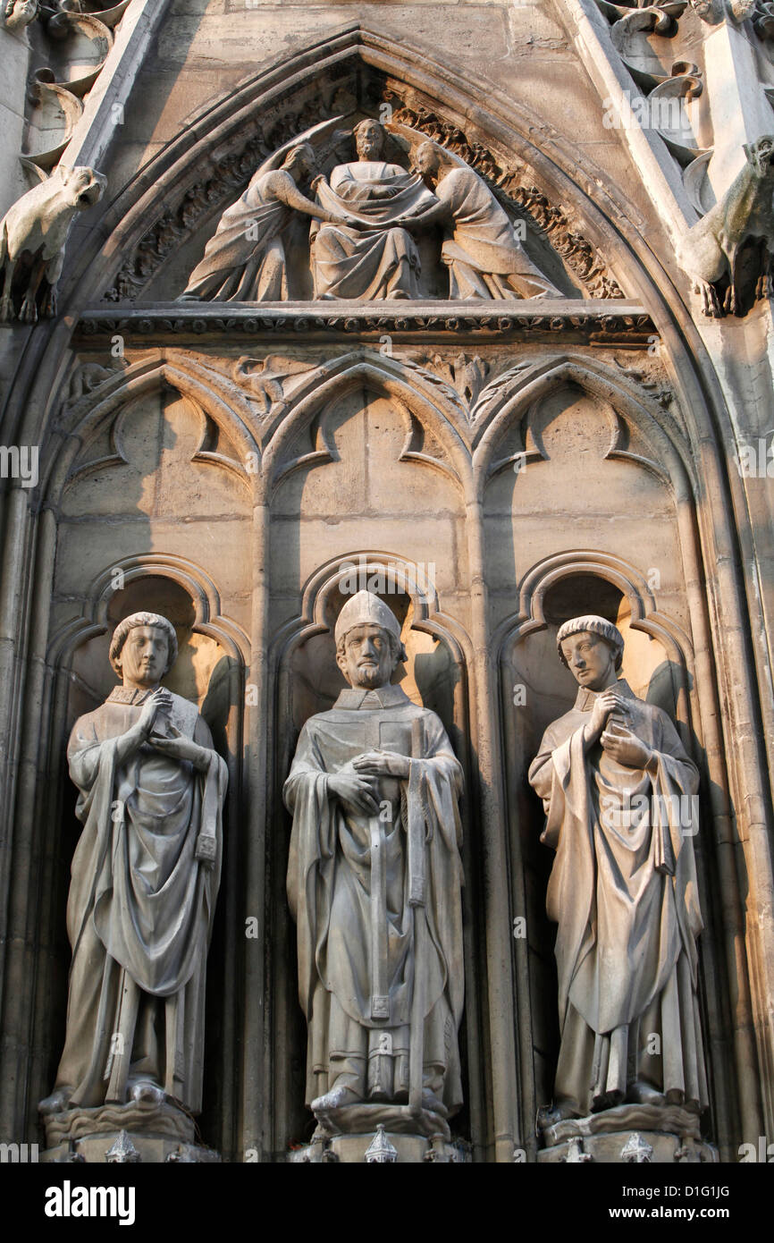 Apostle sculptures, South facade, Notre Dame Cathedral, Paris, France, Europe - Stock Image