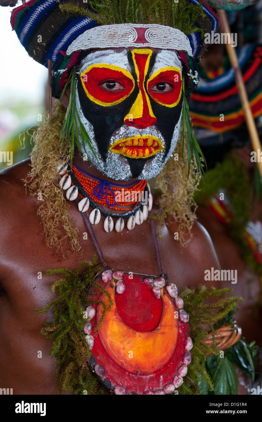 Local tribes celebrating the traditional Sing Sing in Enga in the Highlands, Papua New Guinea, Melanesia - Stock Image