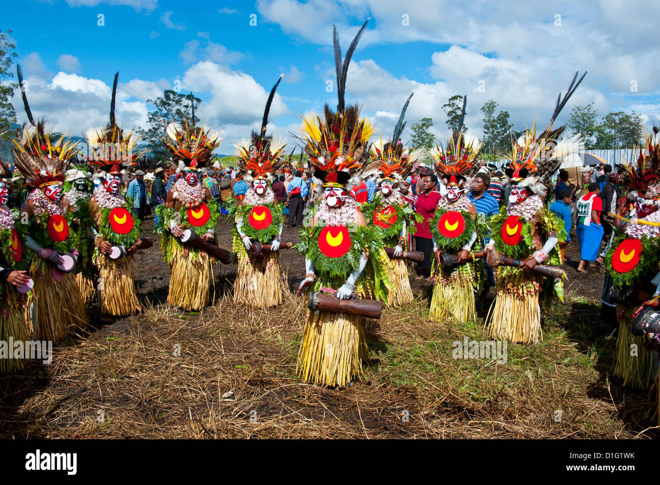 Colourfully dressed and face painted local tribes celebrating the traditional Sing Sing in the Highlands, Papua - Stock Image
