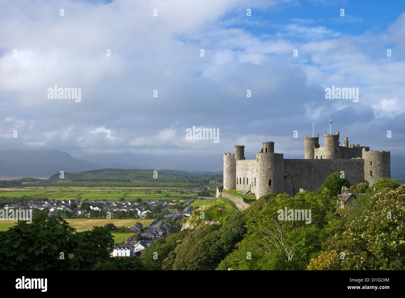 Harlech Castle in summer sunshine, UNESCO World Heritage Site, Gwynedd, Wales, United Kingdom, Europe - Stock Image